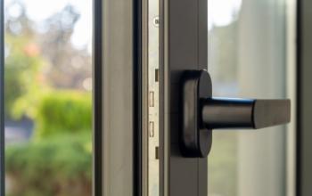 Razones para optar por puertas de aluminio